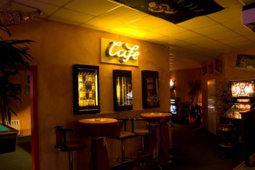 Bar 002