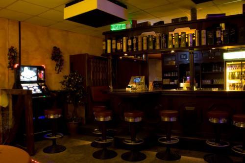 Bar 003